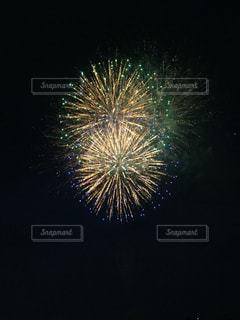 夜空の花火の写真・画像素材[1379710]