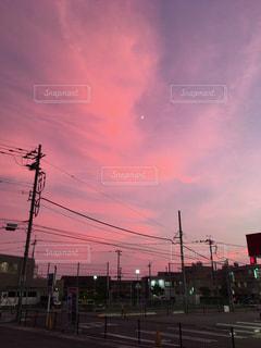 夕暮れ時 赤い空の写真・画像素材[1345694]