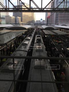 列車の背びれが並ぶ朝の写真・画像素材[1346993]