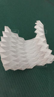 波形になるように、折ってみたの写真・画像素材[1348347]