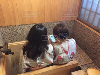 足湯女子の写真・画像素材[1352415]