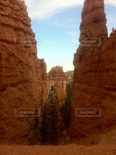 背景の山と渓谷の写真・画像素材[1369927]