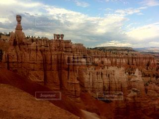 クローズ アップ バック グラウンドでキャニオン国立公園とブライス ・ キャニオン国立公園の写真・画像素材[1369928]