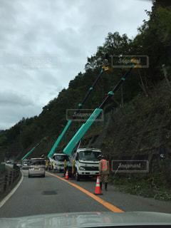 高速道路を運転しているトラックの写真・画像素材[1454580]
