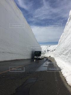 雪に覆われた山、北アルプスの写真・画像素材[2138454]