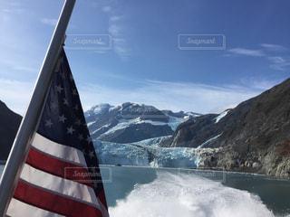 山を背景にプリンスウィリアム湾の写真・画像素材[2466034]