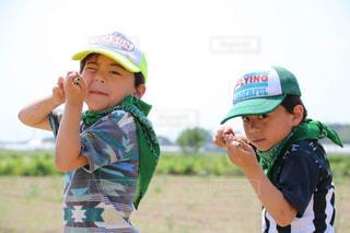 帽子をかぶった小さな男の子の写真・画像素材[1376072]