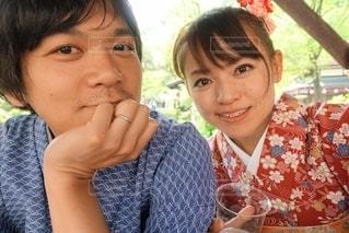 着物を着た夫婦の自撮りの写真・画像素材[2501260]