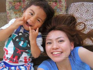 息子と自撮りの写真・画像素材[2940140]