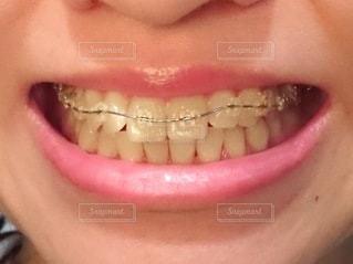 歯を磨く人のクローズアップの写真・画像素材[3384876]