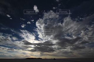 ウユニ塩湖の空の写真・画像素材[1360894]