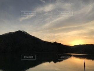 大野貯水池の夕暮れの写真・画像素材[1352179]
