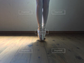 室内でのバレエレッスン風景の写真・画像素材[3201664]
