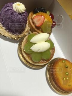 皿の上の食べ物の写真・画像素材[1355203]