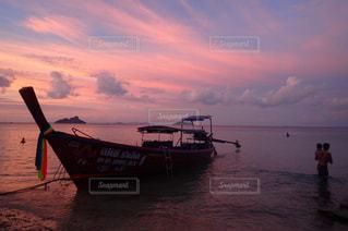 ボートと父娘の写真・画像素材[1352992]