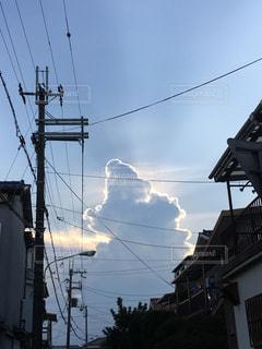 光る入道雲の写真・画像素材[1354026]