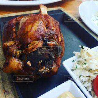 チェコ プラハ の肉料理の写真・画像素材[1355732]