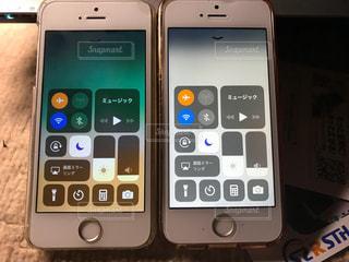 iPhoneの画面割れを修理の写真・画像素材[1383640]