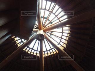 陽のさす天井の写真・画像素材[1363120]