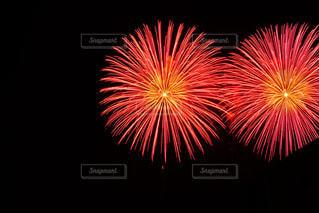 空に花火の写真・画像素材[1370385]