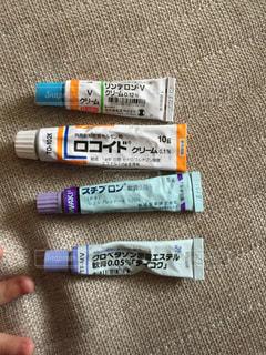 沢山の塗り薬の写真・画像素材[1373274]