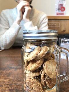 バレンタインデーで瓶詰めクッキーの写真・画像素材[1424629]