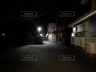 夜の路地裏の写真・画像素材[1374236]