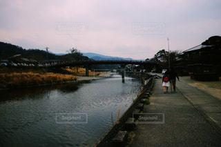水の体以上の長い橋の写真・画像素材[1746443]