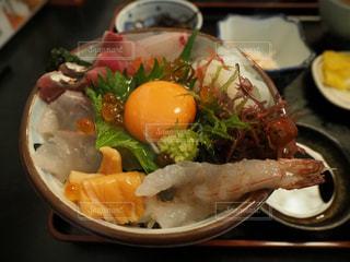 行列のできる海鮮丼の写真・画像素材[1359556]