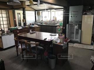 長く使っていない田舎の台所の写真・画像素材[1384253]