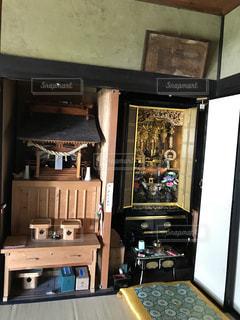 義父手作りの仏壇と神棚の写真・画像素材[1384491]