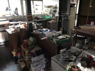 田舎の台所は、なかなか片付かないの写真・画像素材[3554649]