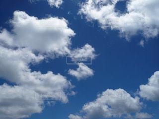 青い空に雲の写真・画像素材[1391896]
