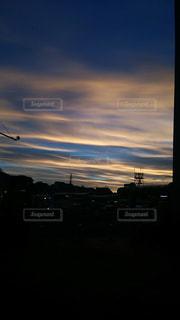 街に沈む夕日の写真・画像素材[1363391]