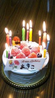 キャンドルとバースデー ケーキの写真・画像素材[1369509]
