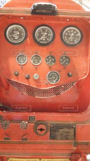 まるで赤い三つ目の顔!の写真・画像素材[1387642]