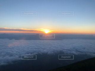 雲海での御来光の写真・画像素材[1373749]