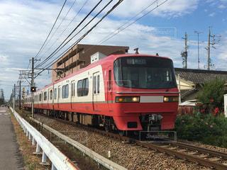 赤と白の特急列車の写真・画像素材[1363821]