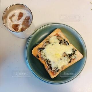 しらすとチーズのトーストの写真・画像素材[4677425]