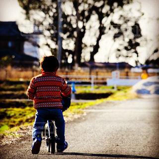 息子とお散歩の写真・画像素材[1377539]