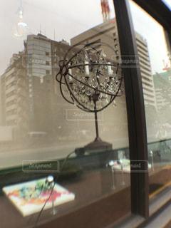 ショーウインドウに映る☆銀座の街並みの写真・画像素材[1532294]
