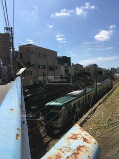 電車と秋空の写真・画像素材[1532311]