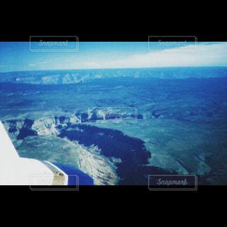 セスナ機から見下ろしたグランドキャニオンの風景の写真・画像素材[1373069]