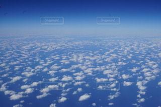 空に浮かぶ雲の写真・画像素材[2707478]