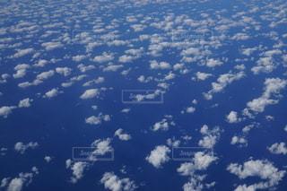 空に浮かぶ雲の写真・画像素材[2707498]