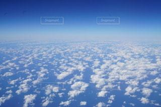 空に浮かぶ雲の写真・画像素材[2707499]