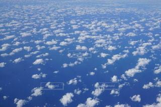 空に浮かぶ雲の写真・画像素材[2707500]