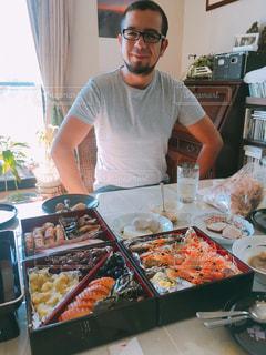 おせち料理を食べる外国人の写真・画像素材[1366794]