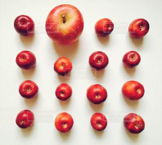 赤いリンゴの写真・画像素材[1368656]