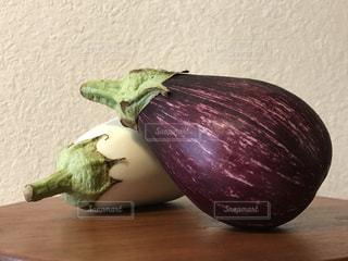 ホワイト&ゼブラ茄子の写真・画像素材[1370113]